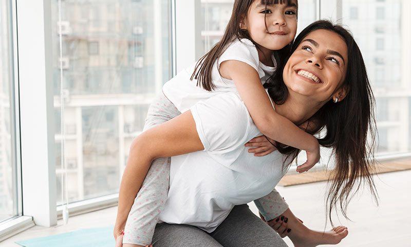 Ejercicio en familia en casa